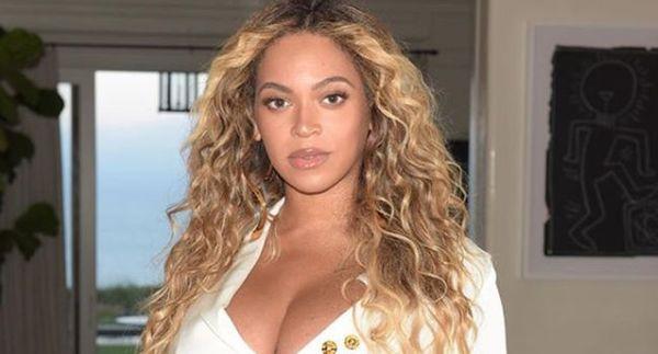 Beyonce Dresses Up As Toni Braxton For Halloween