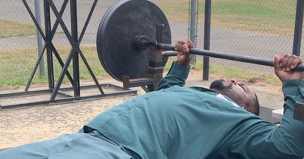 Watch 50 Cent Lift Lots Of Weight In The Yard