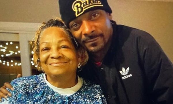 Snoop Dogg Mourns The Loss Of His Mother Beverly Tate